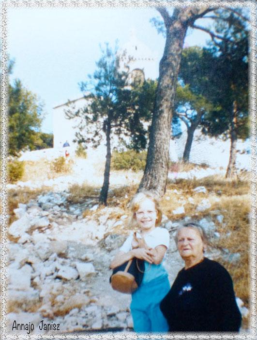 L'écrivain voyageur Annajo Janisz enfant avec sa grand-mère artiste dans le sud de la France