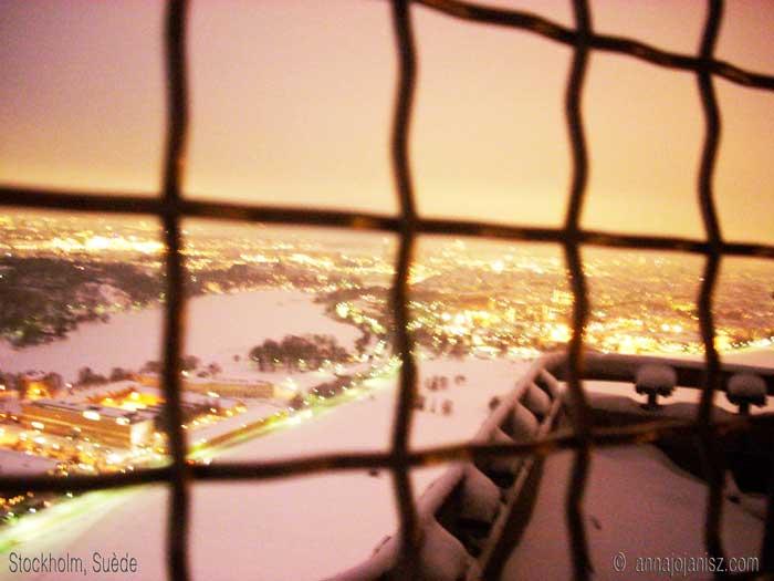 Vue sur la ville de Stockholm en Suède à travers des barreaux