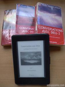 Les trois livres de chevet spirituels de l'écrivaine solopreneuse Annajo Janisz : Conversation avec Dieu