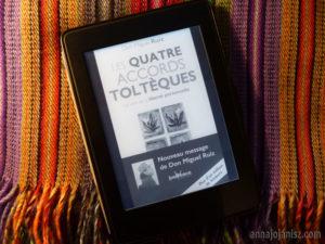 Livre ebook des Quatre accords toltèques, l'un des meilleurs livres et bestseller de développement personnel, de Miguel Ruiz