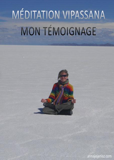 L'écrivaine voyageuse Annajo Janisz médite dans le désert de sel d'Uyuni en Bolivie