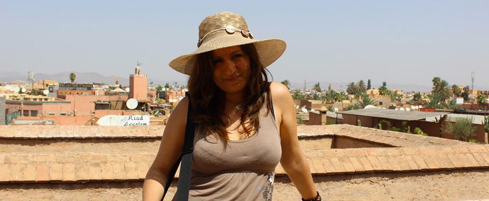 Laurie Amiot, femme entrepreneur, créatrice et formatrice en communication web, en voyage au Maroc