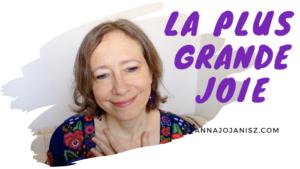 L'écrivain contemporain féminin français Annajo Janisz parle de sa vidéo sur l'éveil spirituel sur cette image l'illustrant